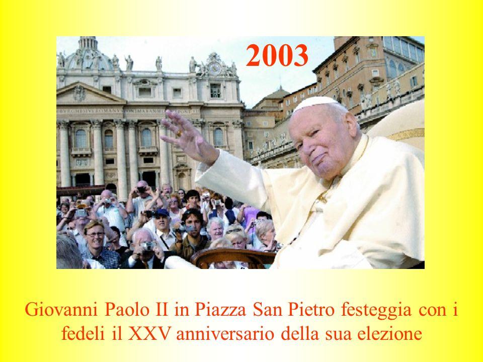 2003 Giovanni Paolo II in Piazza San Pietro festeggia con i fedeli il XXV anniversario della sua elezione.