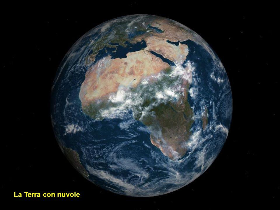 La Terra con nuvole