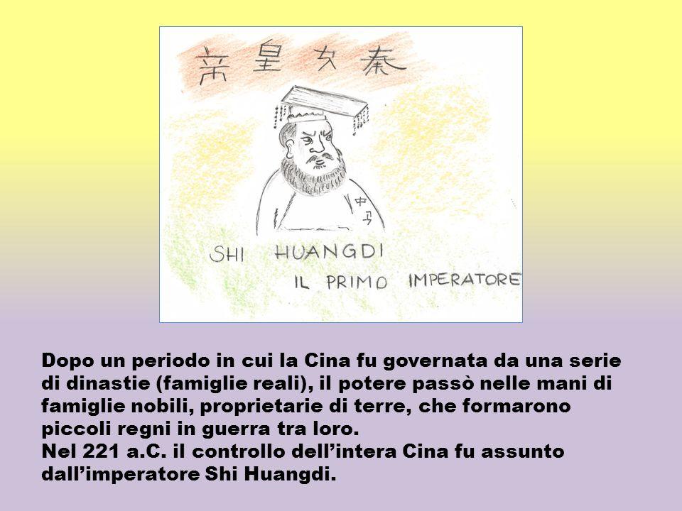 Dopo un periodo in cui la Cina fu governata da una serie di dinastie (famiglie reali), il potere passò nelle mani di famiglie nobili, proprietarie di terre, che formarono piccoli regni in guerra tra loro.