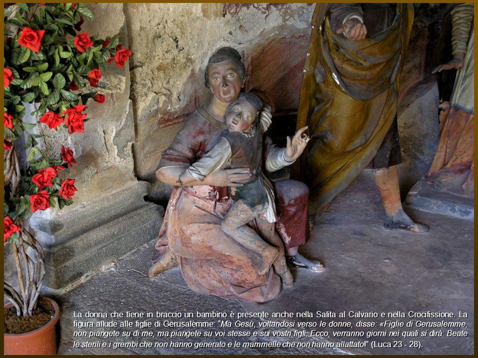 La donna che tiene in braccio un bambino è presente anche nella Salita al Calvario e nella Crocifissione.