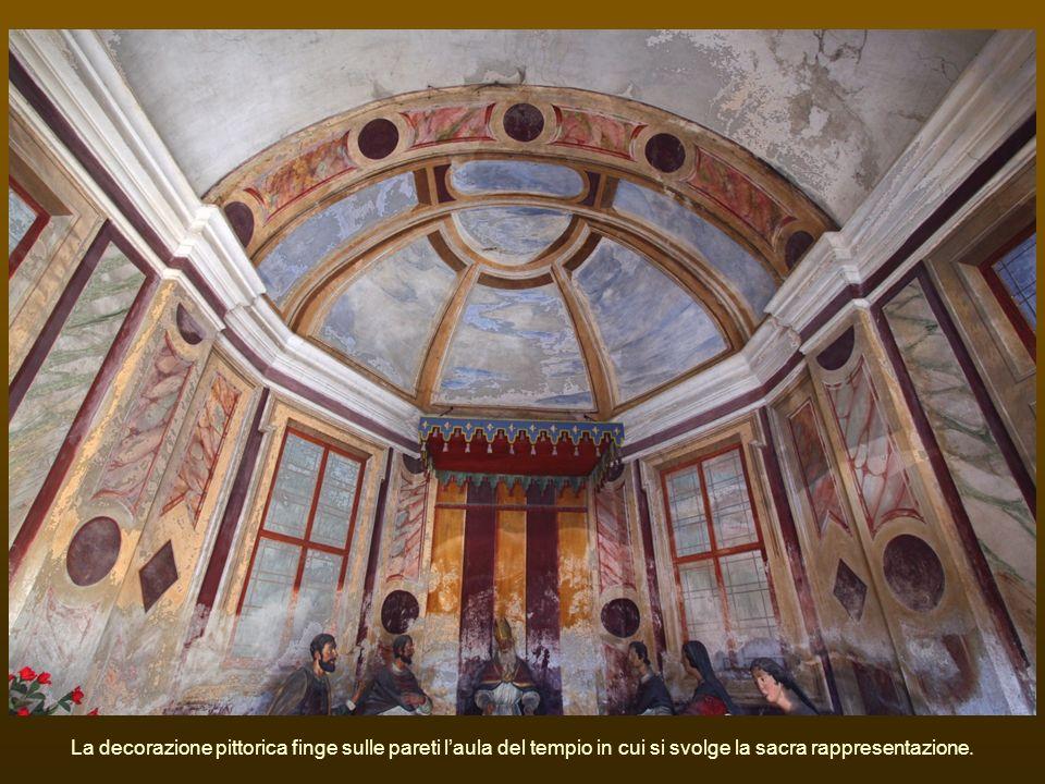 La decorazione pittorica finge sulle pareti l'aula del tempio in cui si svolge la sacra rappresentazione.