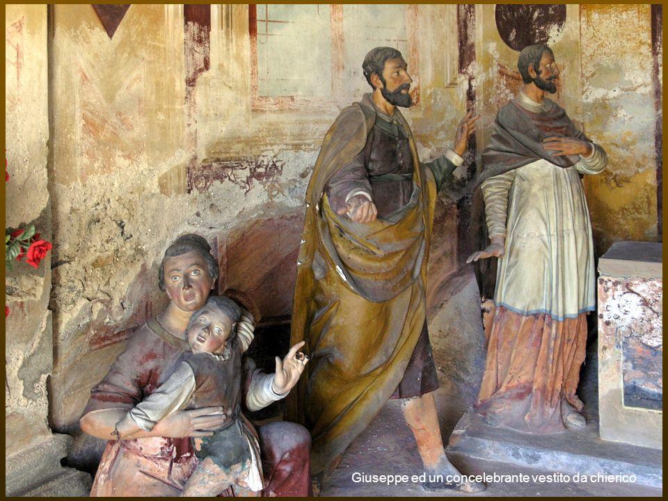 Giuseppe ed un concelebrante vestito da chierico