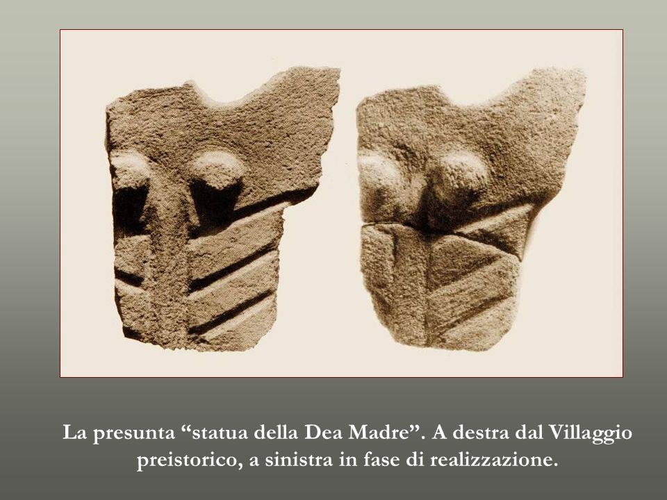 La presunta statua della Dea Madre . A destra dal Villaggio