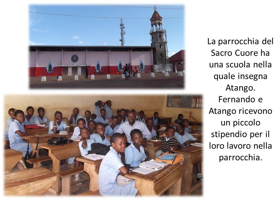 La parrocchia del Sacro Cuore ha una scuola nella quale insegna Atango