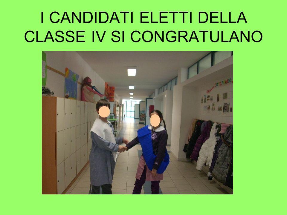 I CANDIDATI ELETTI DELLA CLASSE IV SI CONGRATULANO
