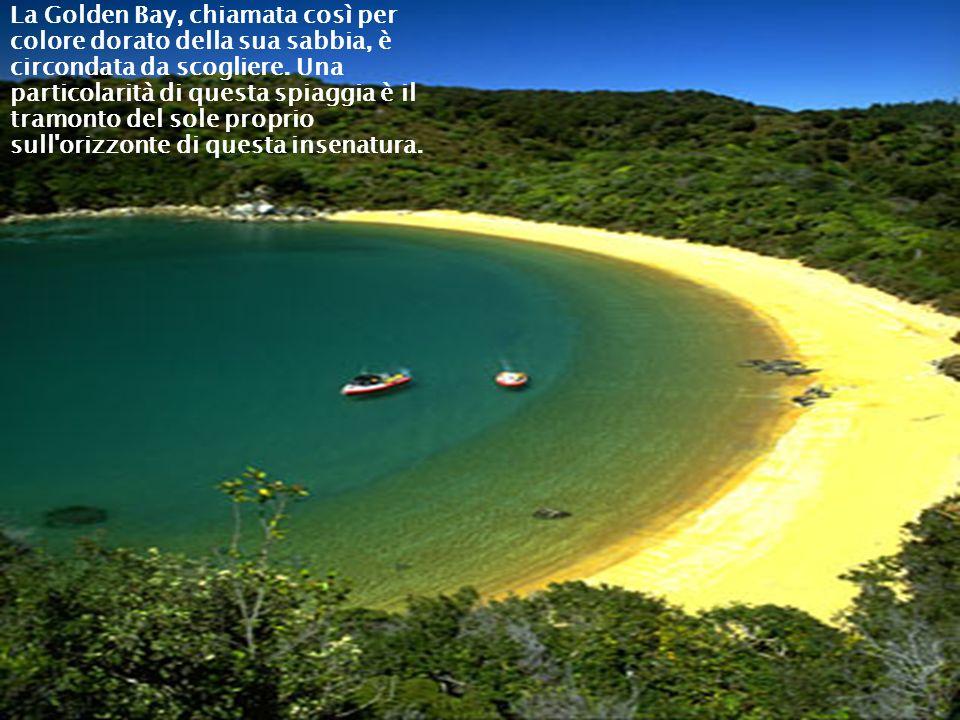 La Golden Bay, chiamata così per colore dorato della sua sabbia, è circondata da scogliere. Una particolarità di questa spiaggia è il tramonto del sole proprio sull orizzonte di questa insenatura.