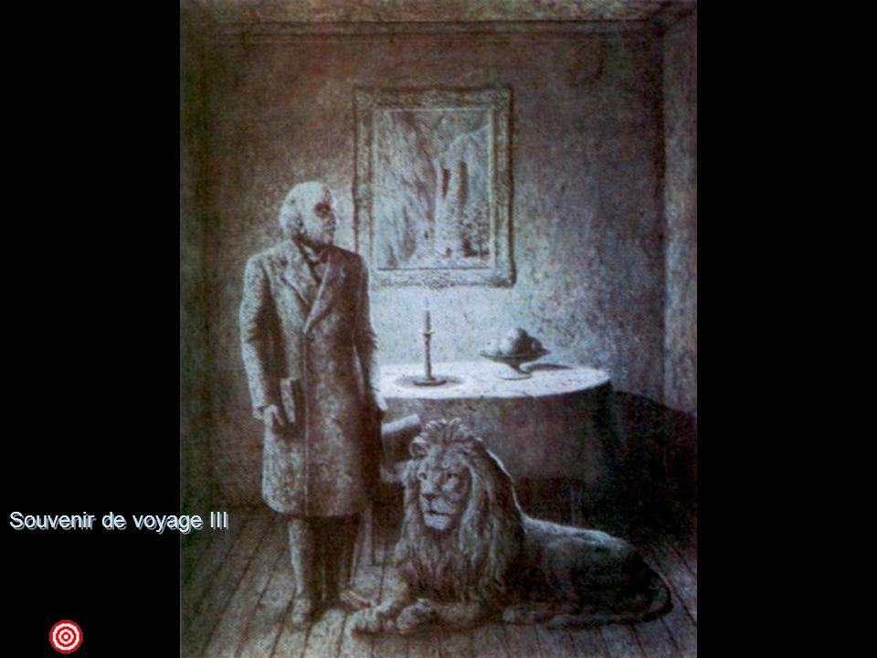 Souvenir de voyage III 1955 olio su tela ; 162 x 130 New York, The Museum of Modern ArtNel 1926-1927 Magritte fa quella che egli stesso definisce una scoperta sorprendente , quella della metamorfosi, che utilizzerà moltissimo nei suoi dipinti, nelle modificazioni, per esempio, della figura umana in legno. A partire dal 1948, iniziò, con lo stesso spirito, a trasformare gli oggetti in pietra - figure umane, mele, bottiglie - per conferire loro una nuova materialità. Qui il processo di pietrificazione ha contagiato tutto l'ambiente, divenuto monocromo e ancor più irreale, come fosse una fotografia riesumata dalla memoria. L'uomo con il libro è il ritratto di uno dei migliori amici di Magritte, il poeta e scrittore Marcel Lecomte, colui che gli fece conoscere la pittura di De Chirico e quella surrealista. Il leone seduto e malinconico sembra non avere nulla a che fare con l'ambientazione della scena, che descrive l'interno di una stanza illuminata dalla fioca luce della candela. Il fiero animale potrebbe rievocare quello malinconico e incomunicabile dell'opera del 1940, Le mal du pays, entrambi elementi devianti ma profondamente evocativi di sentimenti poetici.