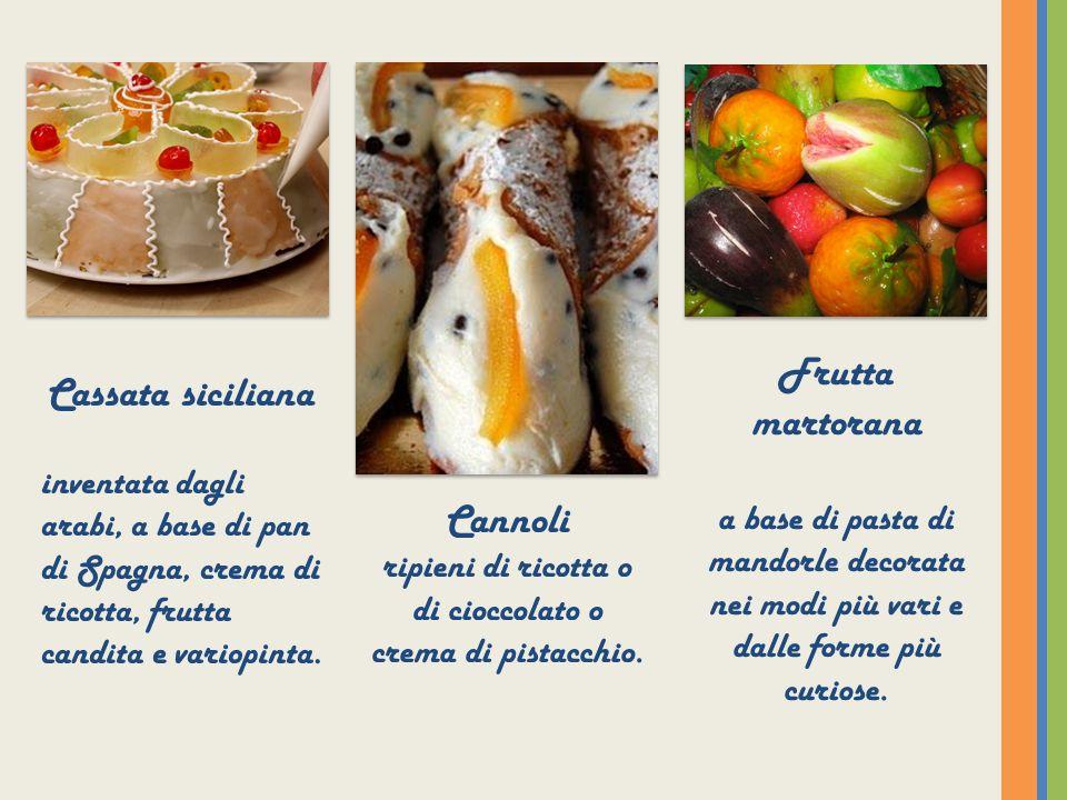 Cannoli ripieni di ricotta o di cioccolato o crema di pistacchio.