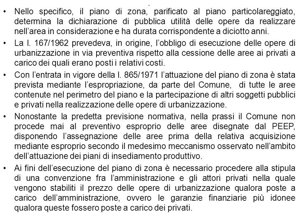 Nello specifico, il piano di zona, parificato al piano particolareggiato, determina la dichiarazione di pubblica utilità delle opere da realizzare nell'area in considerazione e ha durata corrispondente a diciotto anni.