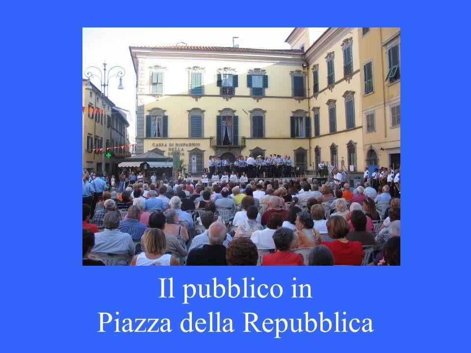 Il pubblico in Piazza della Repubblica