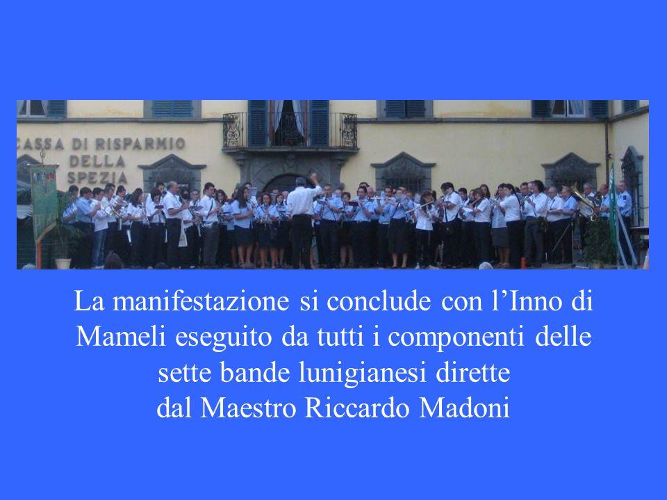 La manifestazione si conclude con l'Inno di Mameli eseguito da tutti i componenti delle sette bande lunigianesi dirette dal Maestro Riccardo Madoni