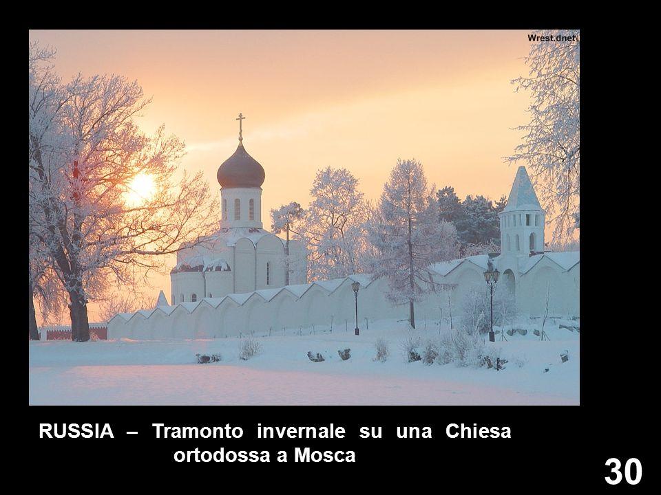 RUSSIA – Tramonto invernale su una Chiesa ortodossa a Mosca