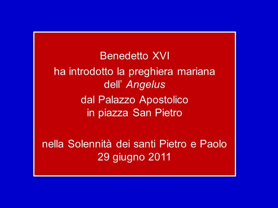 Benedetto XVI ha introdotto la preghiera mariana dell' Angelus dal Palazzo Apostolico in piazza San Pietro nella Solennità dei santi Pietro e Paolo 29 giugno 2011