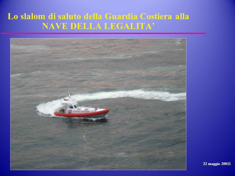 Lo slalom di saluto della Guardia Costiera alla NAVE DELLA LEGALITA'