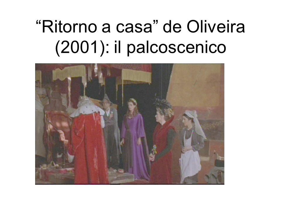 Ritorno a casa de Oliveira (2001): il palcoscenico