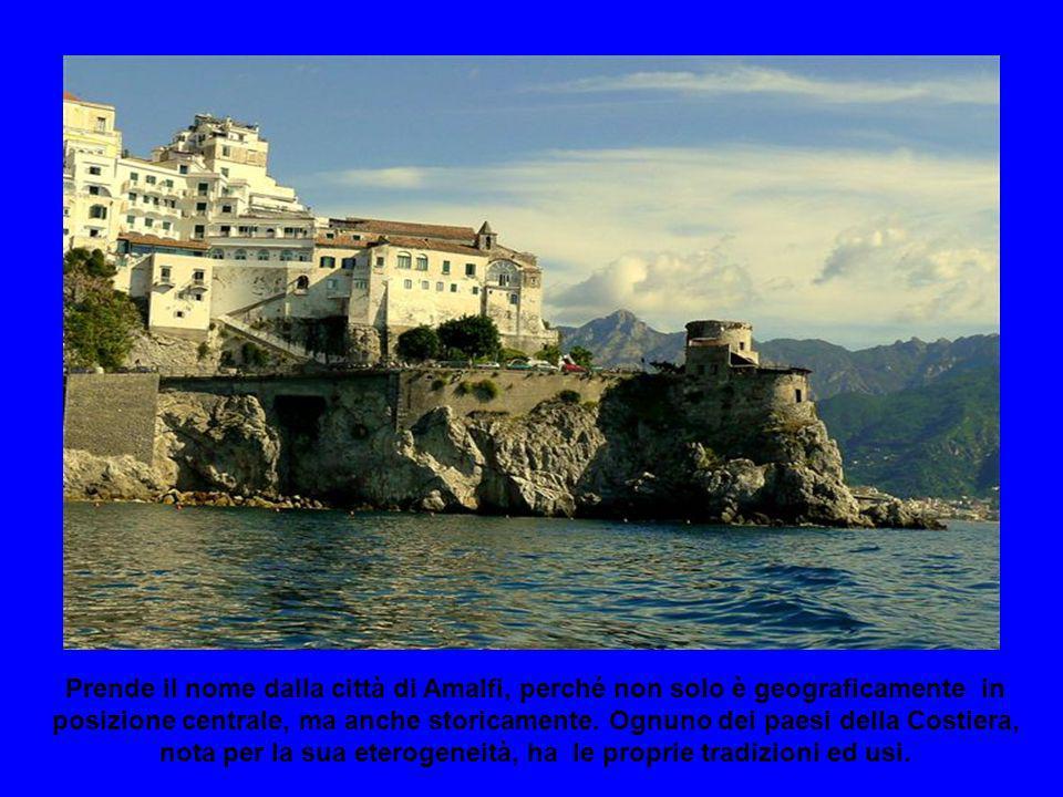 Prende il nome dalla città di Amalfi, perché non solo è geograficamente in posizione centrale, ma anche storicamente.