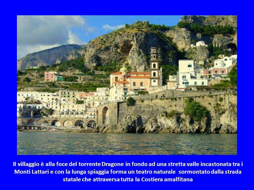 Il villaggio è alla foce del torrente Dragone in fondo ad una stretta valle incastonata tra i Monti Lattari e con la lunga spiaggia forma un teatro naturale sormontato dalla strada statale che attraversa tutta la Costiera amalfitana