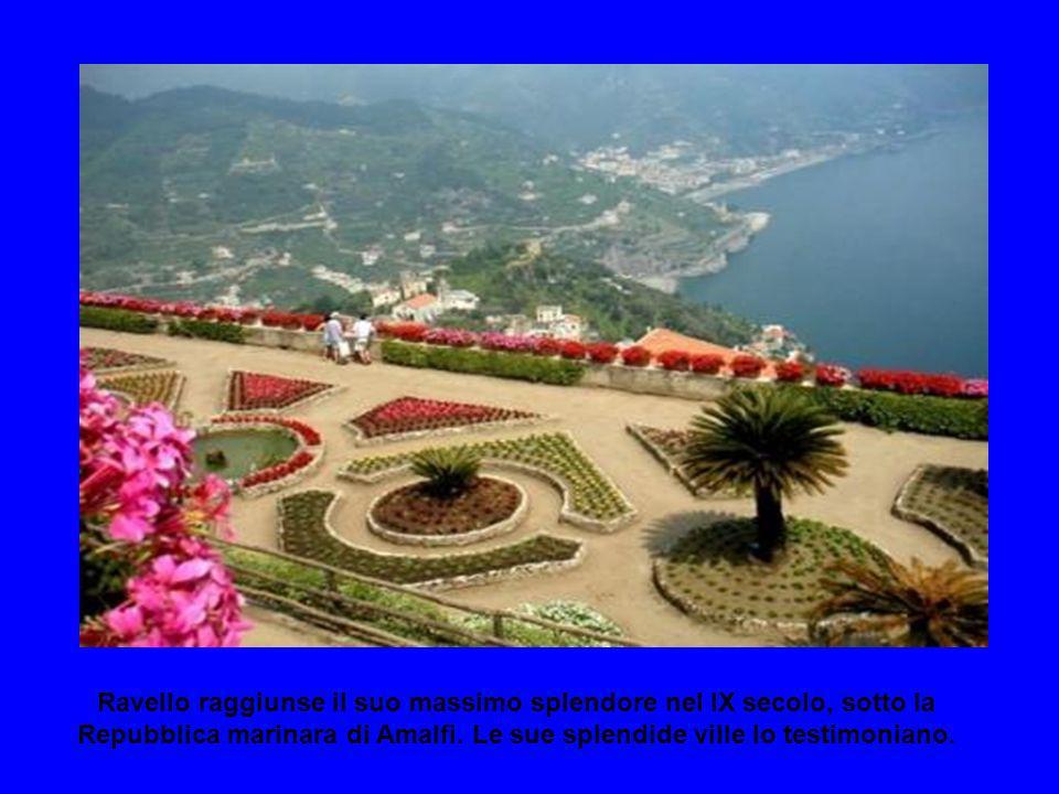 Ravello raggiunse il suo massimo splendore nel IX secolo, sotto la Repubblica marinara di Amalfi.