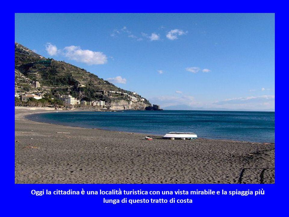 Oggi la cittadina è una località turistica con una vista mirabile e la spiaggia più lunga di questo tratto di costa
