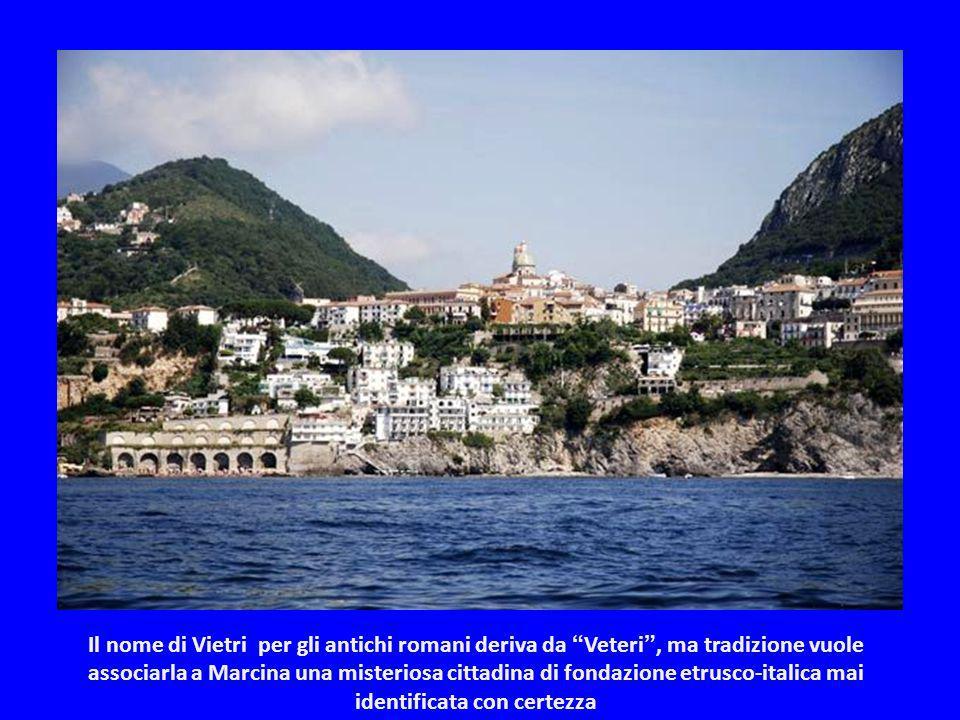 Il nome di Vietri per gli antichi romani deriva da Veteri , ma tradizione vuole associarla a Marcina una misteriosa cittadina di fondazione etrusco-italica mai identificata con certezza