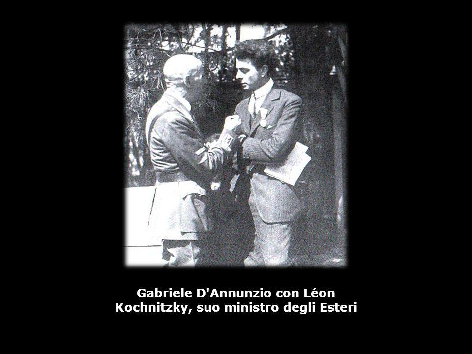 Gabriele D Annunzio con Léon Kochnitzky, suo ministro degli Esteri