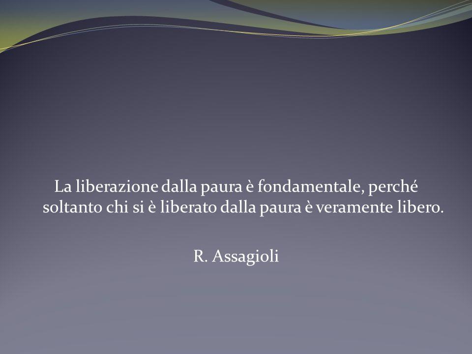 La liberazione dalla paura è fondamentale, perché soltanto chi si è liberato dalla paura è veramente libero.