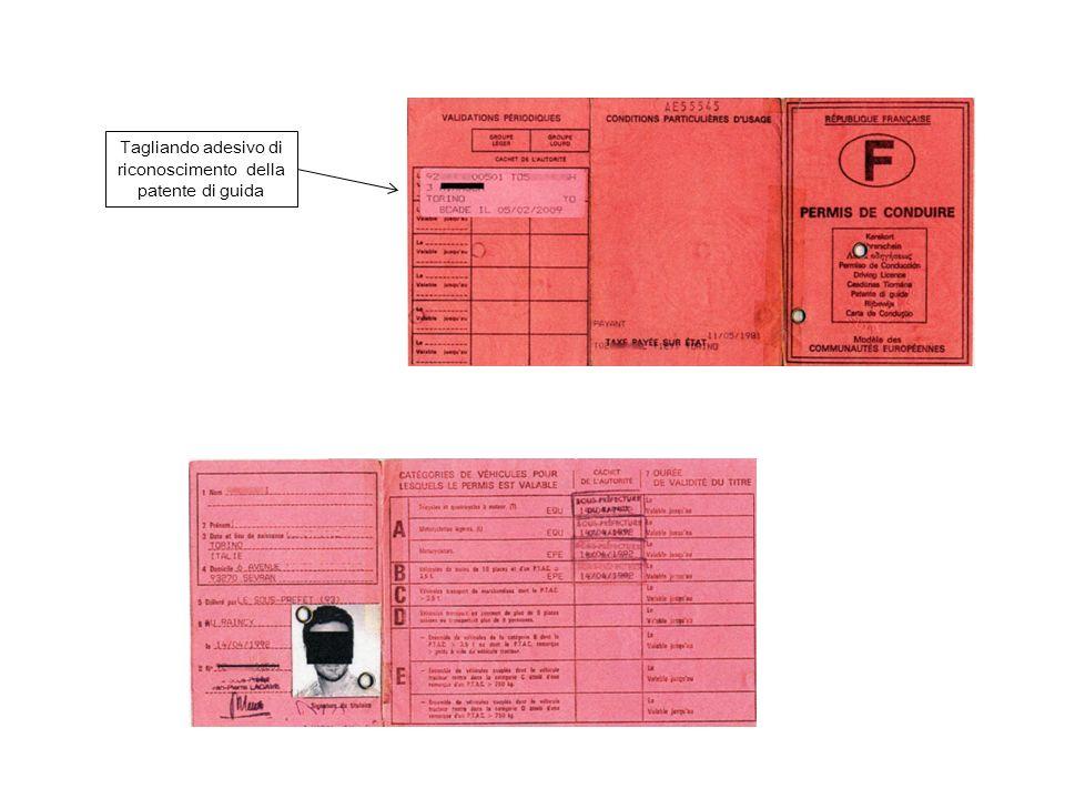 Tagliando adesivo di riconoscimento della patente di guida