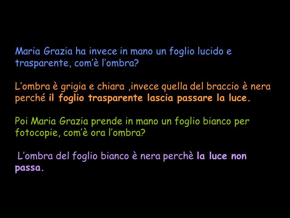 Maria Grazia ha invece in mano un foglio lucido e trasparente, com'è l'ombra