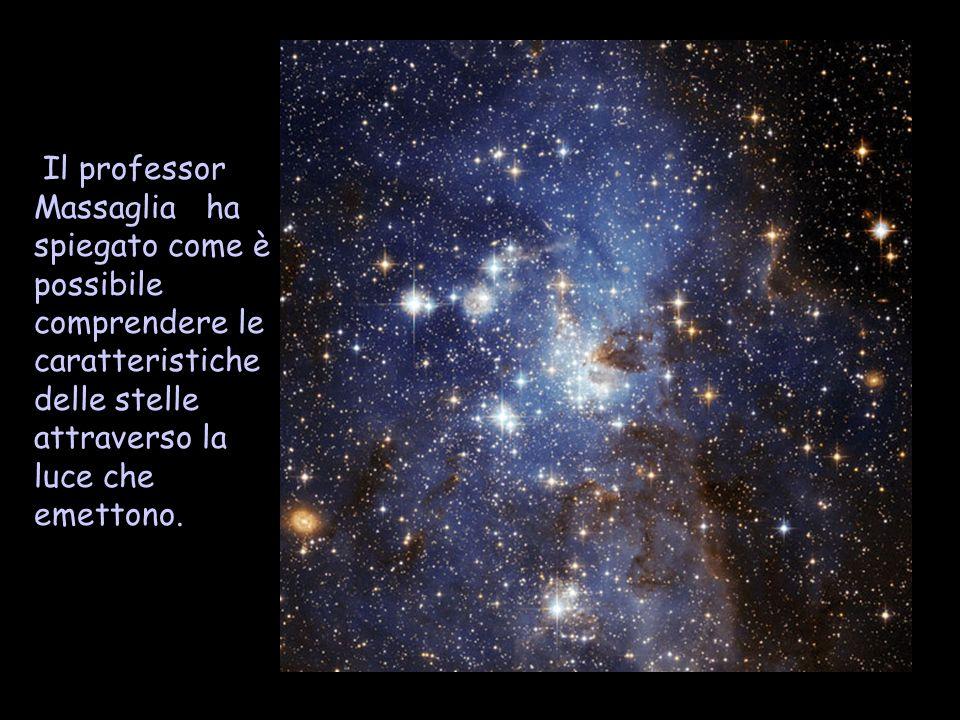Il professor Massaglia ha spiegato come è possibile comprendere le caratteristiche delle stelle attraverso la luce che emettono.