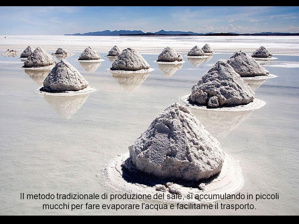 Il metodo tradizionale di produzione del sale, si accumulando in piccoli mucchi per fare evaporare l acqua e facilitarne il trasporto.