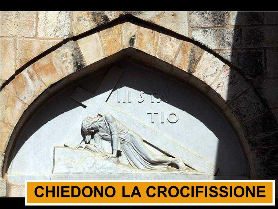 CHIEDONO LA CROCIFISSIONE