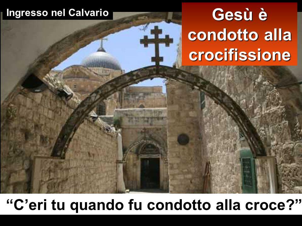 Gesù è condotto alla crocifissione