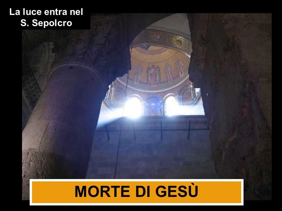 La luce entra nel S. Sepolcro