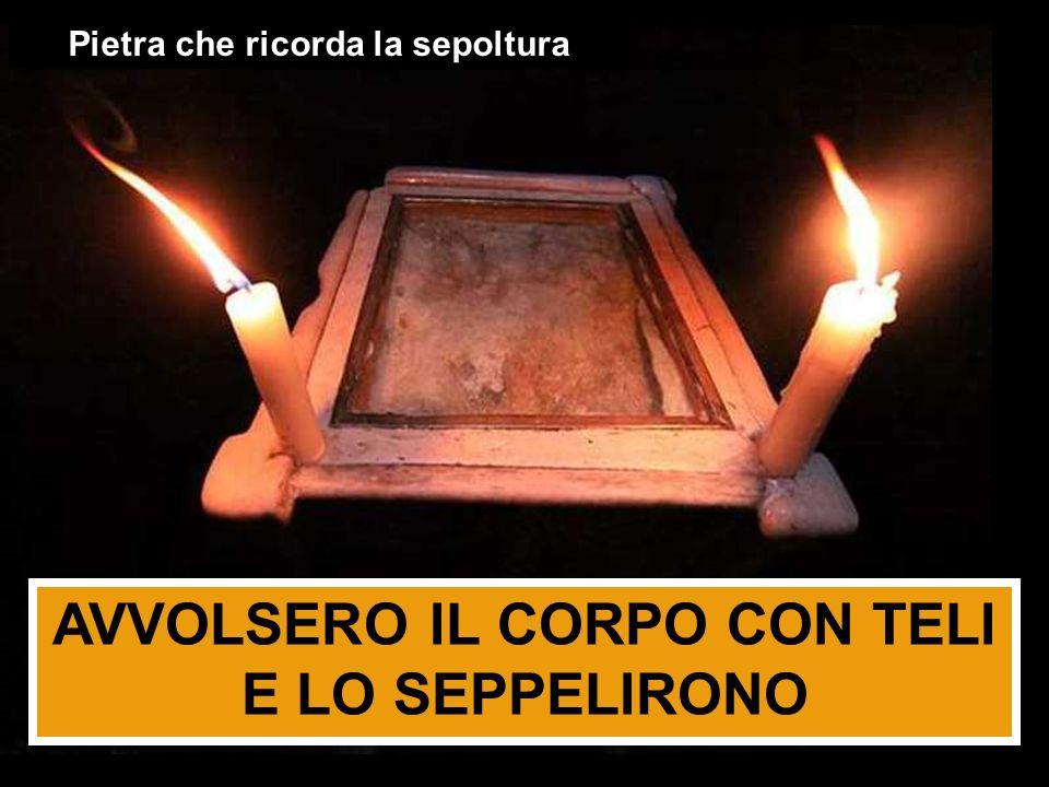 AVVOLSERO IL CORPO CON TELI E LO SEPPELIRONO