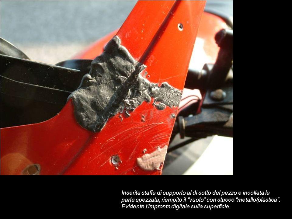 Inserita staffa di supporto al di sotto del pezzo e incollata la parte spezzata; riempito il vuoto con stucco metallo/plastica .