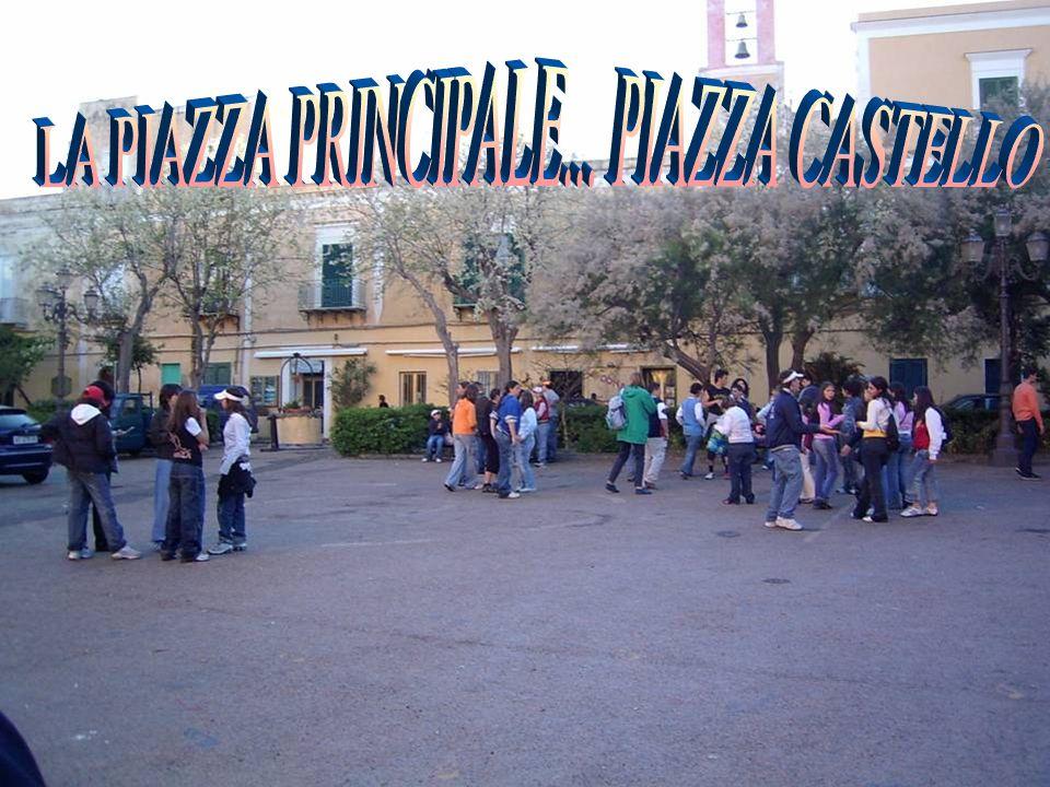 LA PIAZZA PRINCIPALE... PIAZZA CASTELLO