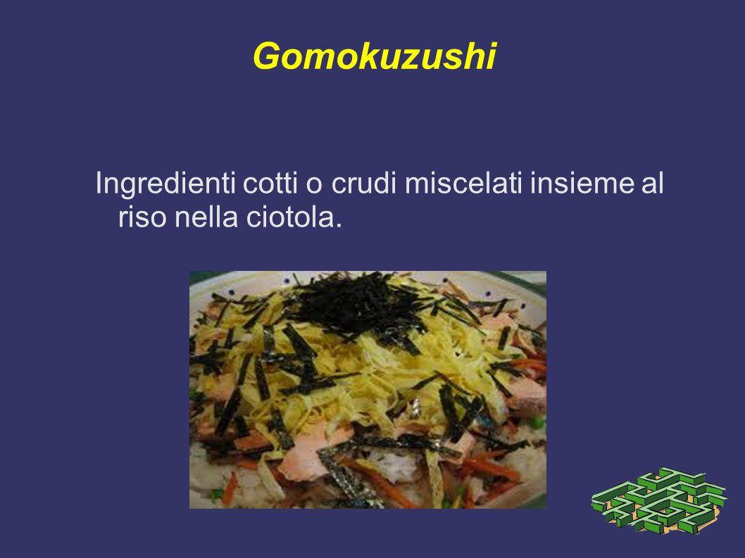 Gomokuzushi Ingredienti cotti o crudi miscelati insieme al riso nella ciotola.