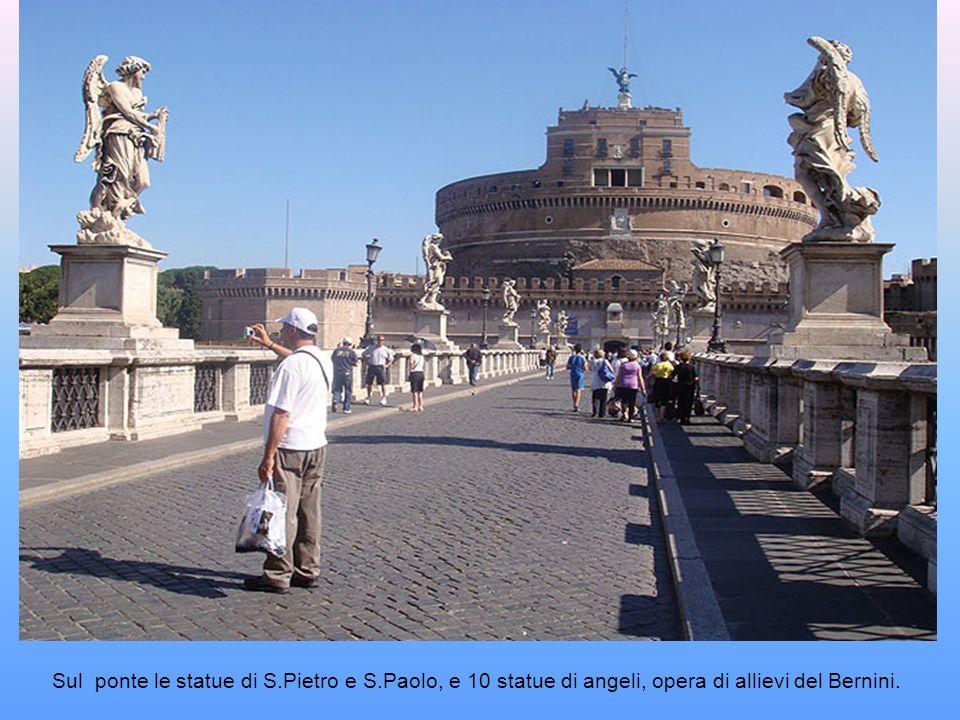Sul ponte le statue di S. Pietro e S