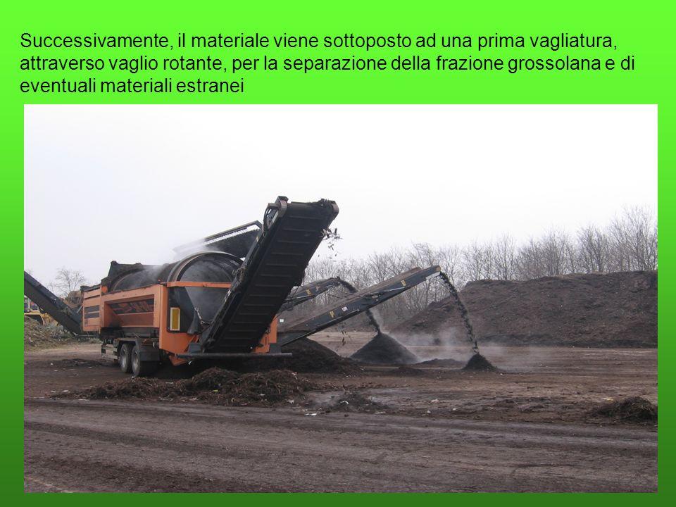 Successivamente, il materiale viene sottoposto ad una prima vagliatura, attraverso vaglio rotante, per la separazione della frazione grossolana e di eventuali materiali estranei