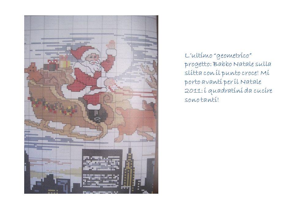L'ultimo geometrico progetto: Babbo Natale sulla slitta con il punto croce.