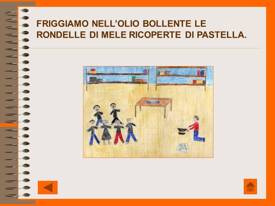 FRIGGIAMO NELL'OLIO BOLLENTE LE RONDELLE DI MELE RICOPERTE DI PASTELLA.