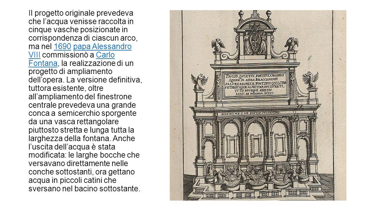 Il progetto originale prevedeva che l'acqua venisse raccolta in cinque vasche posizionate in corrispondenza di ciascun arco, ma nel 1690 papa Alessandro VIII commissionò a Carlo Fontana, la realizzazione di un progetto di ampliamento dell'opera.