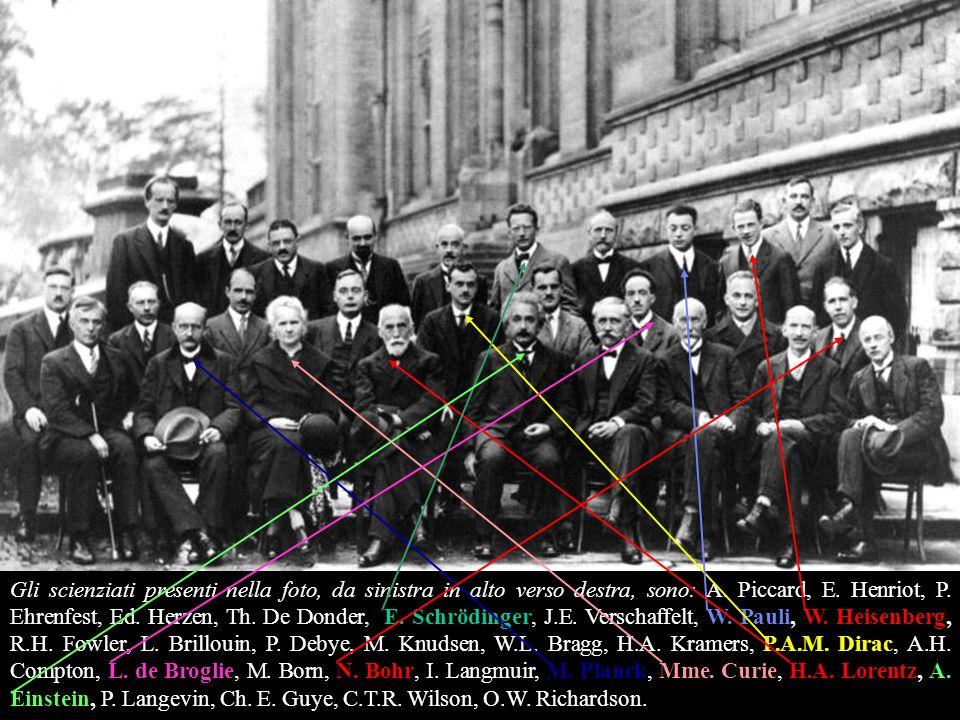 Gli scienziati presenti nella foto, da sinistra in alto verso destra, sono: A.
