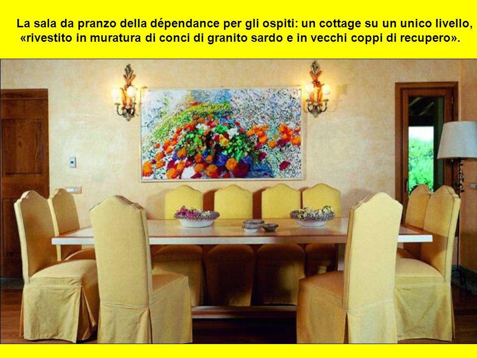 La sala da pranzo della dépendance per gli ospiti: un cottage su un unico livello,