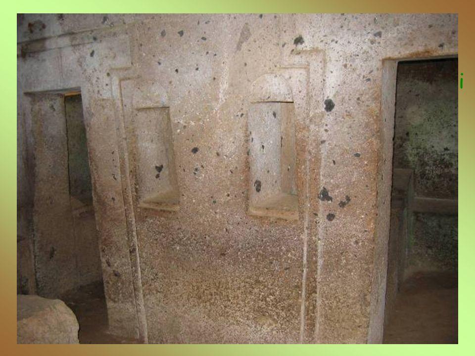 Tomba della Cornice E' simile a quella dei Vasi Greci e dei Capitelli