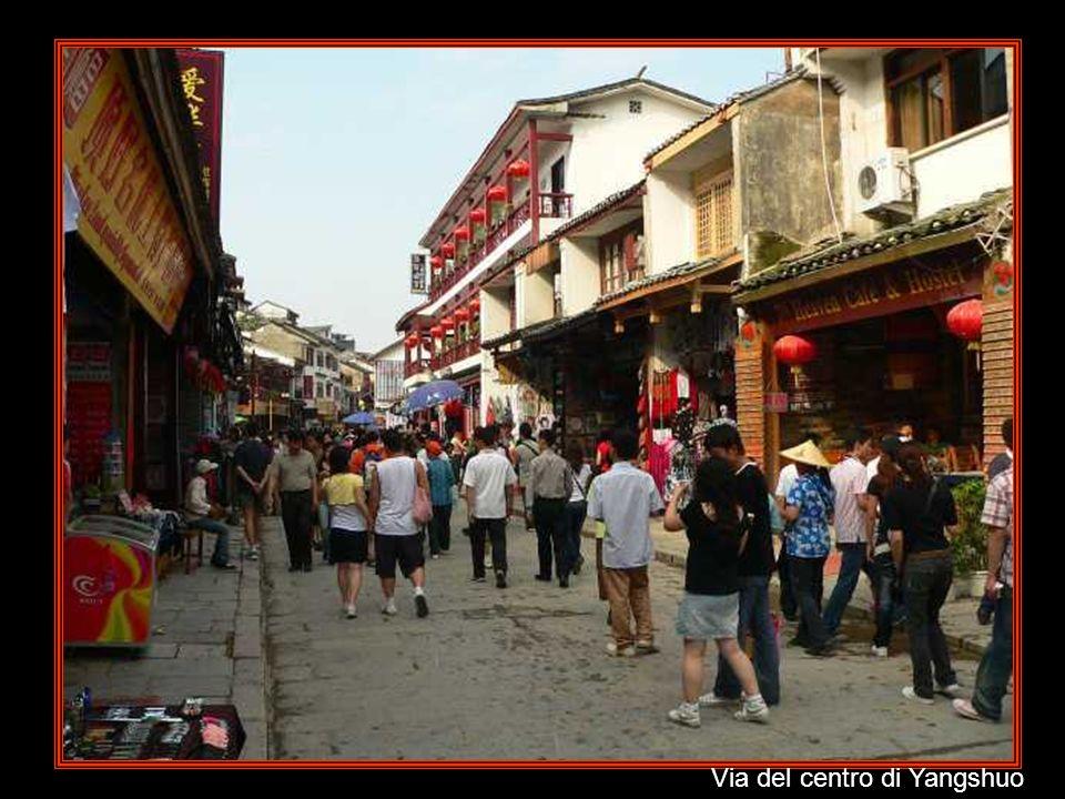 Via del centro di Yangshuo