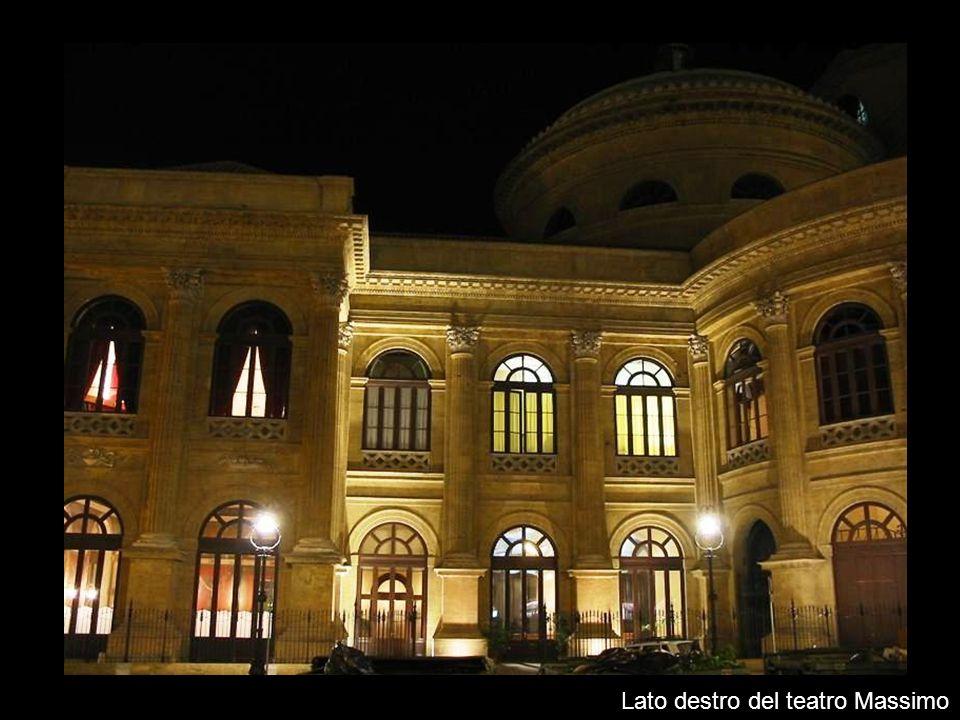 Lato destro del teatro Massimo
