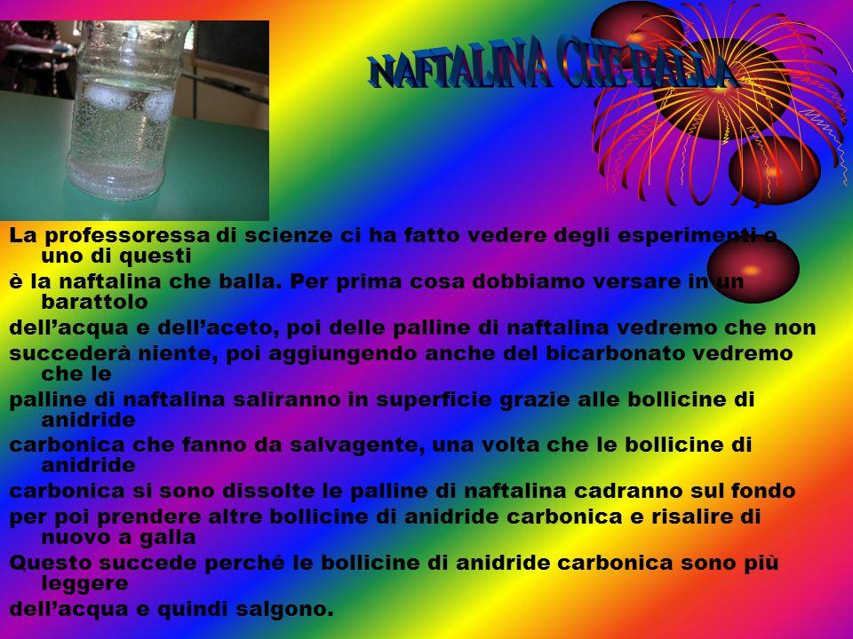 NAFTALINA CHE BALLALa professoressa di scienze ci ha fatto vedere degli esperimenti e uno di questi.