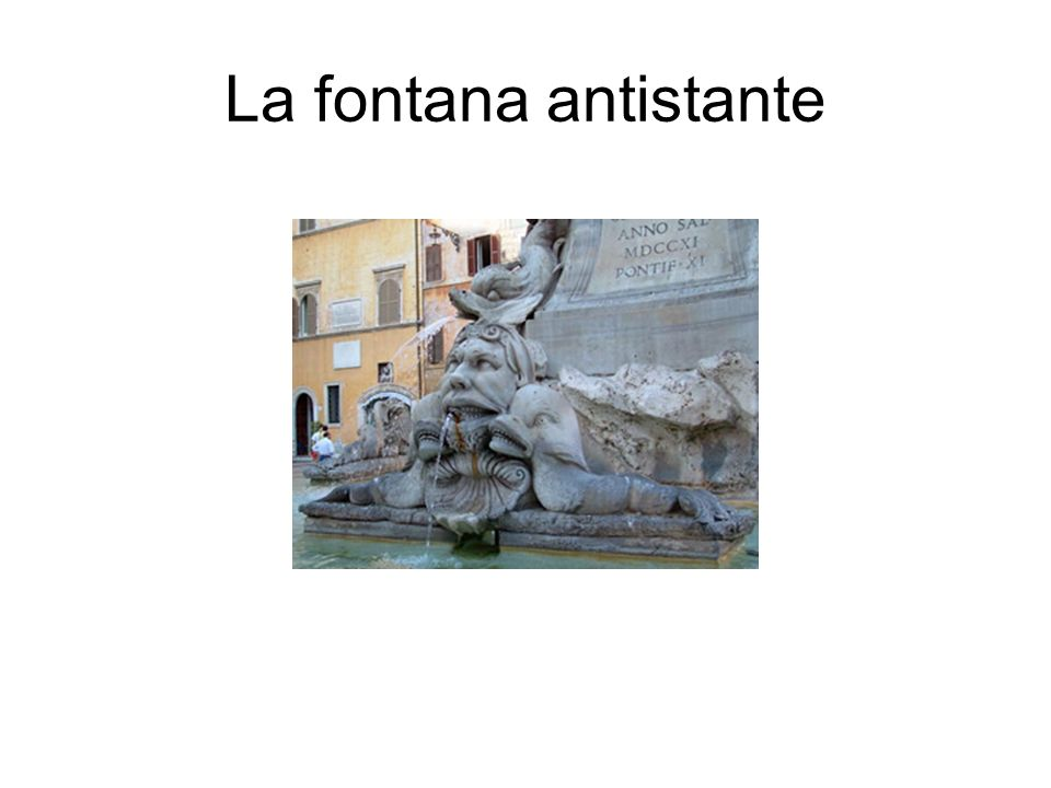 La fontana antistante