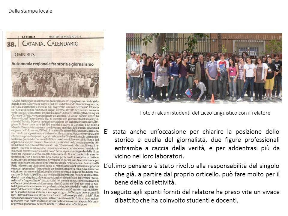 Dalla stampa locale Foto di alcuni studenti del Liceo Linguistico con il relatore.